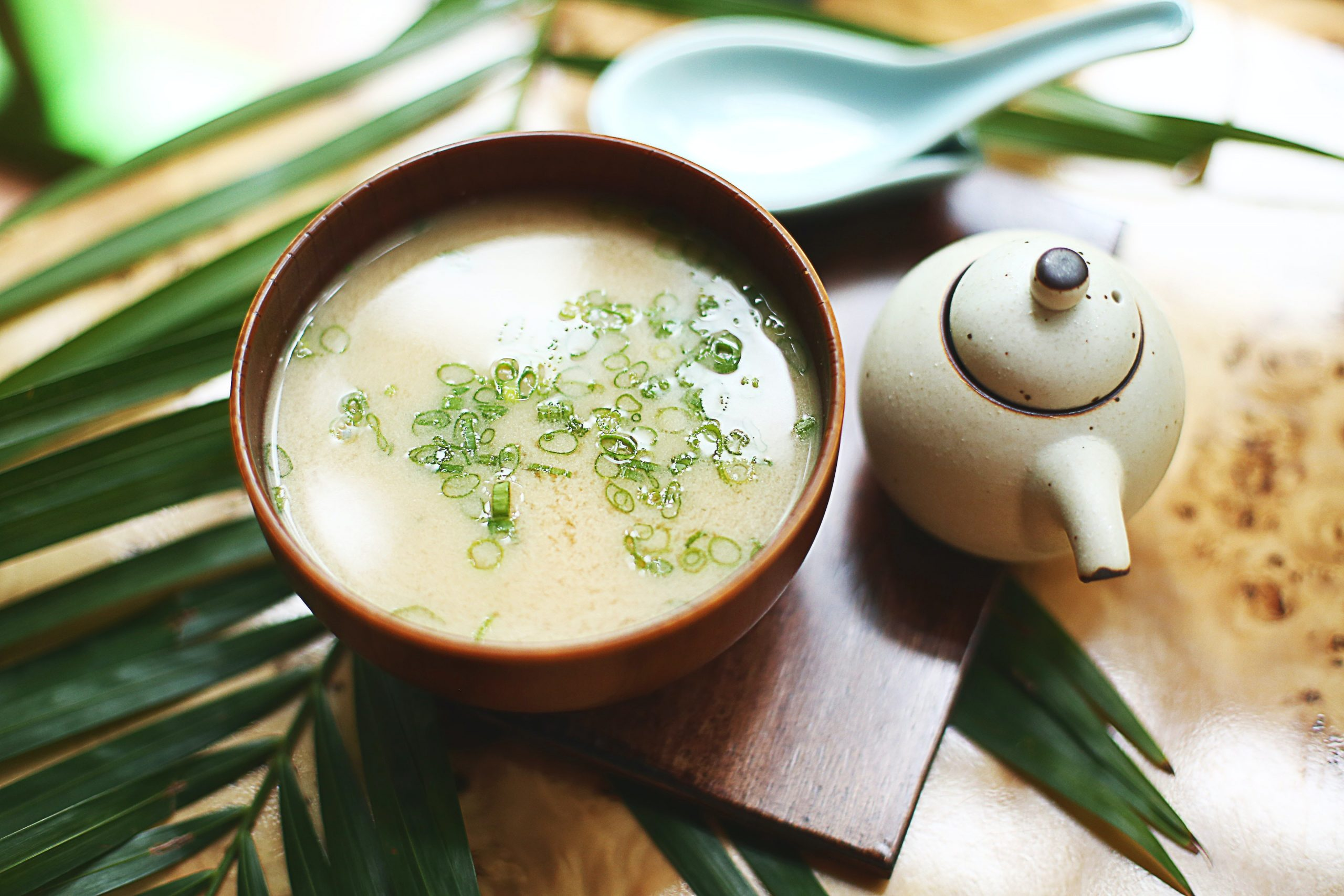Ein Bild einer japanischen Suppe.